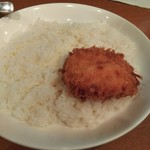 Jinkokku - クリコロは飯にのせた状態で提供されます。
