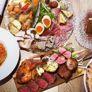 ボリューム満点!前菜たっぷり、お肉どっさり「よくばりコース」