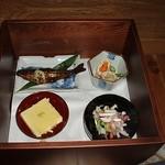 ごんべえ邑 - 箱膳の中の料理