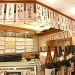 1188915 - 山のように貼ってあるメニューがこのお店の特徴です。