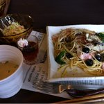 オンカフェ - ブラックオリーブのペペロンチーノ