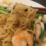 張広東飯店 桜園 - 麺は中細麺です