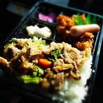 オールウェイズ  - 豚肉とブロッコリーの餡かけご飯と唐揚げ弁当♪