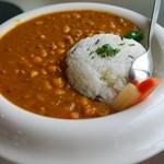 エフィッシュ - オクラと豆のカレーライス