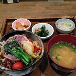 玄三庵 西梅田店 - 野菜たっぷりびびん丼 750円
