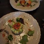 ニシモリ - 前菜:アボカドとサーモンときゅうりのタルタル
