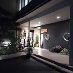 Yachiku - 店構え