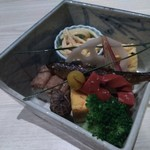 Yachiku - 先付け(この中に11品の料理がぎっしり)