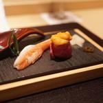焼肉 強小亭 - 雲丹鮨、カニ鮨