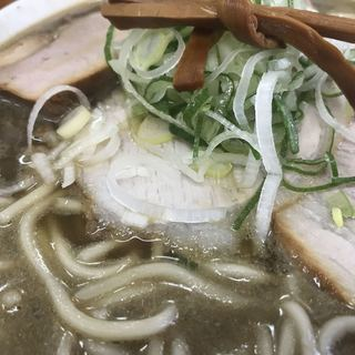 中華そば ひらこ屋 - 料理写真:緑がかった土留色の煮干しスープ