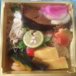 ラ・ボンバンス ご馳走デリ - 銀鱈の味噌幽庵焼の小さな幕の内弁当 680円(税込)