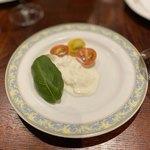 ビストロ ル マリアージュ - プーリア産ストラッチャテッラとフルーツトマト