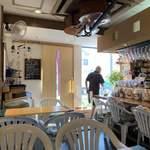 cafe小岩倶楽部 - 天井に何か張り付いてるw