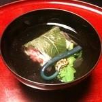 11886007 - 清汁仕立(真鯛桜蒸し、蕨、菜花、桜花)