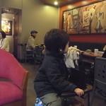 11886295 - 今回は店内で席をキープできました(2012.03)