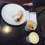 11886316 - ケーキポップのさくら&抹茶と味見サービスでもらったパンケーキ的なのでございます(2012.03)