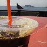 11886328 - アイスコーヒー&鳩&江ノ島