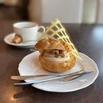 サンモリッツ - 季節のシュー(栗)、ブレンドコーヒー