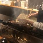 酒と炭焼 おかげさん - 肝を焼く店主は団扇の扱いも板に付いて来ました!