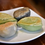 PAIRON - 四大焼餃子定食@850円:1番右は、後から到着した【セロリ餃子】。餃子は4種6個になります。