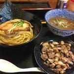 118870096 - 麺屋 頂 中川會のつけ麺とくずチャーシュー