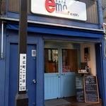 カフェ emo. エスプレッソ - お店の外観です。 店舗の頭上にも同じような看板が上がっていますね。