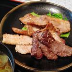 11888876 - 3種類の焼き肉