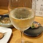 街道の燈 旬酒場やまもと - 五一ワインシャルドネ 660円