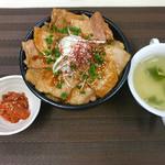 ジンギスカン 七福 - ランチ 豚カルビ丼並盛+温玉