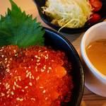 118886641 - サラダとスープ付き680円(+税)。