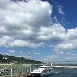 118888839 - 窓際の席から岩屋港と明石海峡大橋を望めます♪