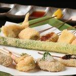 串真 - 素材の味を生かすために串揚げには生パン粉を、油は植物油100%のものを使用しております。