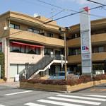 レ・スリジェ - このビルの2階です。<2012_03>