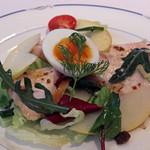 レ・スリジェ - 前菜 スモークチキン・半熟卵・リンゴのサラダ 粒マスタードドレッシング。<2012_03>