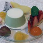 レ・スリジェ - デザート盛り合せ。<2012_03>