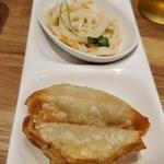 118899568 - この日の三種盛は手前から揚げ餃子、スパサラ、ささみチーズカツ