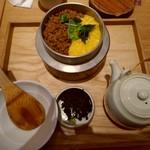 かかや - 鶏そぼろの三色釜飯(単品)