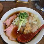 中華そば カリフォルニア - 料理写真:『チャーシュー肉わんたんそば 黒』