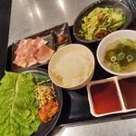 焼肉ダイニング 王道premium - ランチのサムギョプサル定食980円