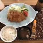 こぐま楽気店 - 料理写真:カツ定食コーヒー付き600円
