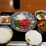 白鳥喫茶店 - 料理写真:マグロ刺身定食 700円