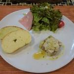 118929027 - ワンプレートランチ:前菜・サラダ・パン2種