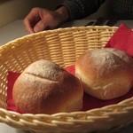 11893829 - 自家製の焼きたてパンは、パンドカンパーニュ