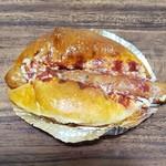 溶岩窯のパン工房グラスハープ - ウインナーロール