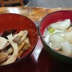 越後屋 - 小鉢二品 キノコおひたし、カブの煮物