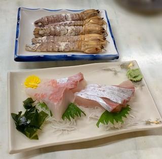 源蔵本店 - かんぱち刺身 900円 と 瀬戸内名物 シャコ
