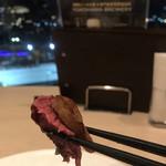 シェフズ・ブイ - プレミアムコース5900円。国産牛フィレ肉とフォワグラのポアレ。美しい断面のフィレ肉は、とても味わい深く、フォワグラとも相性抜群でとーっても美味しかったです(╹◡╹)(╹◡╹)
