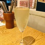 Milks -FRESH CHEESE&WINE - 樽詰めスパークリング