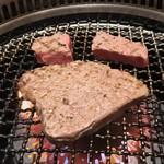 神田焼肉 俺の肉 - 神田焼肉 俺の肉 南口店(東京都千代田区鍛冶町)俺の肉デラックス盛り 800g・シャトーブリアン