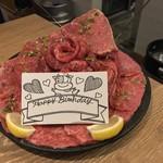 神田焼肉 俺の肉 - 神田焼肉 俺の肉 南口店(東京都千代田区鍛冶町)俺の肉デラックス盛り 800g 12,800円